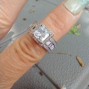 Women's marked 925 crystal ring size 7